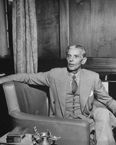 Jinnah-talking-to-people.jpg